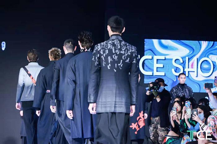 Tentoonstelling op maat gemaakte kleding in Shanghai